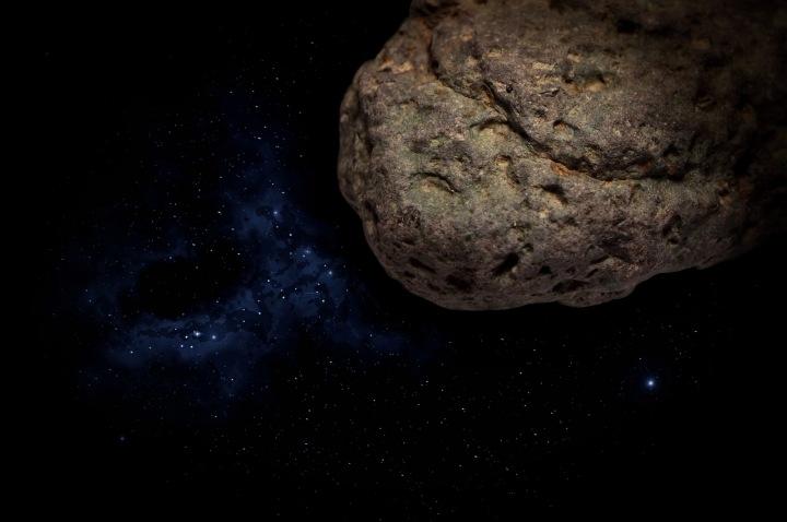 Asteroid letí vesmírem