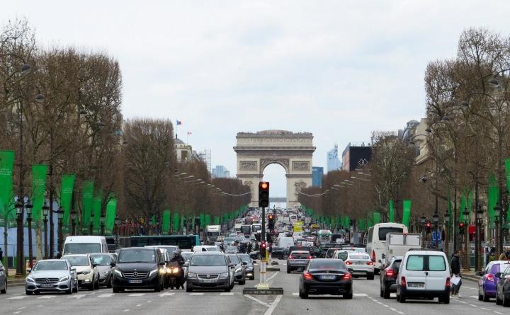 Avenue Champs-Élysées s Arc de Triomphe du Carrousel