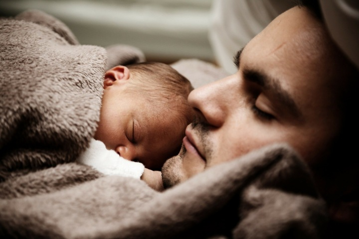 Rodiče s malými dětmi, které jsou nemocné, jsou v nelehké situaci.