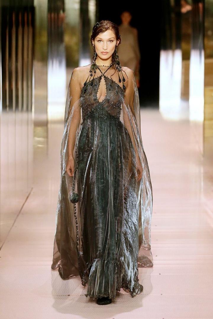Bella Hadid na přehlídce Fendi Couture SS2021