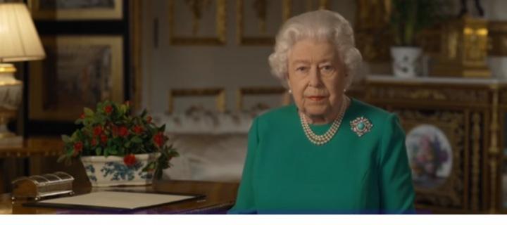 Panovnice promluvila k národu, aby pozvedla náladu.