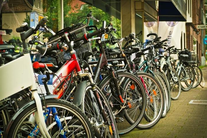 Obchody s cyklistickým zbožím mají žně.