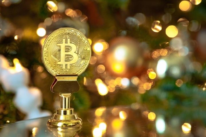 Znázornění kryptoměny Bitcoin ve formě mince