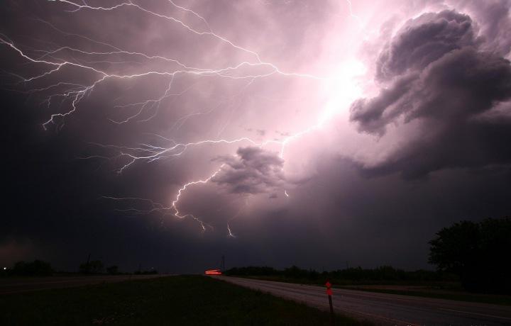 Blesky v průběhu bouřky