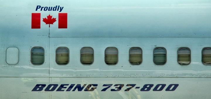 Boeing 737-800 na letišti v kanadském Torontu