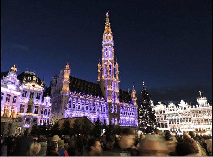 Brusel vypadá o Vánocích jako v pohádce.