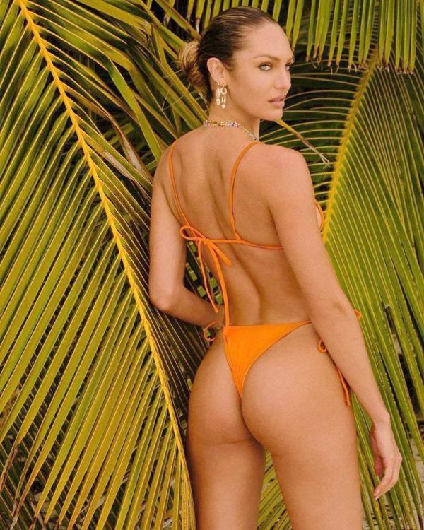 Modelka Candice Swanepoel v oranžových bikinách