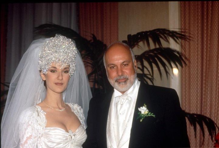 Celine Dion ve svatebním s manželem.