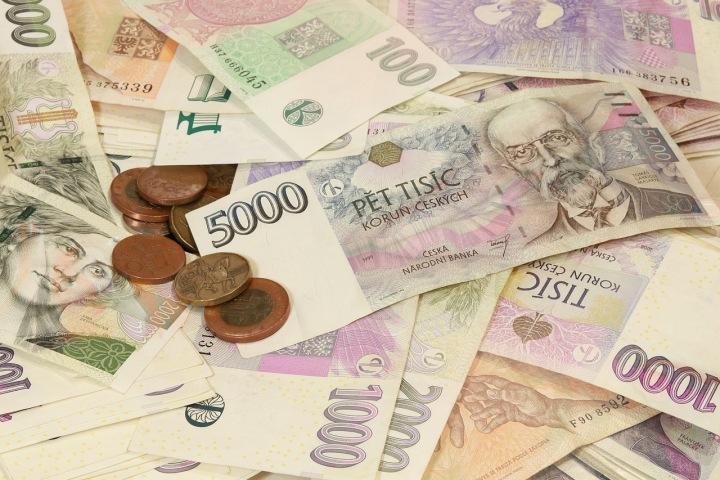 Česká koruna oslabuje