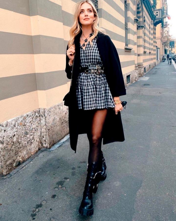 Chiara Ferragni v černém outfitu.