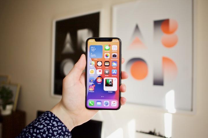 Chytrý telefon Apple iPhone s operačním systémem iOs