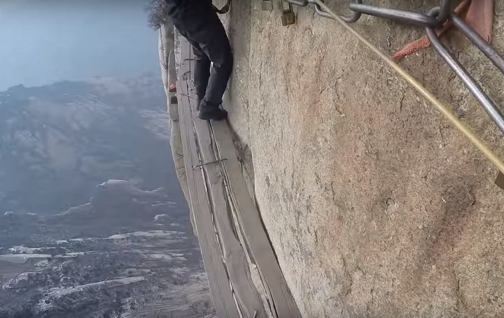 Mount Hua in China is the most dangerous place for taking photos ever