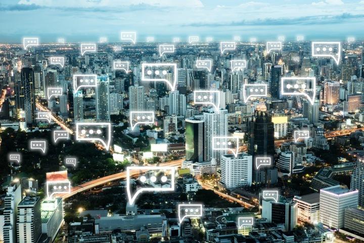 Město se symboly sociálních médií
