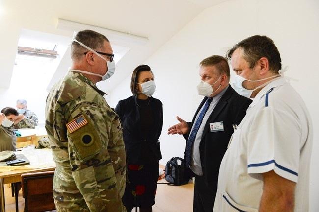 Peter Coldwell s českými kolegy z nemocnice v Olomouci.