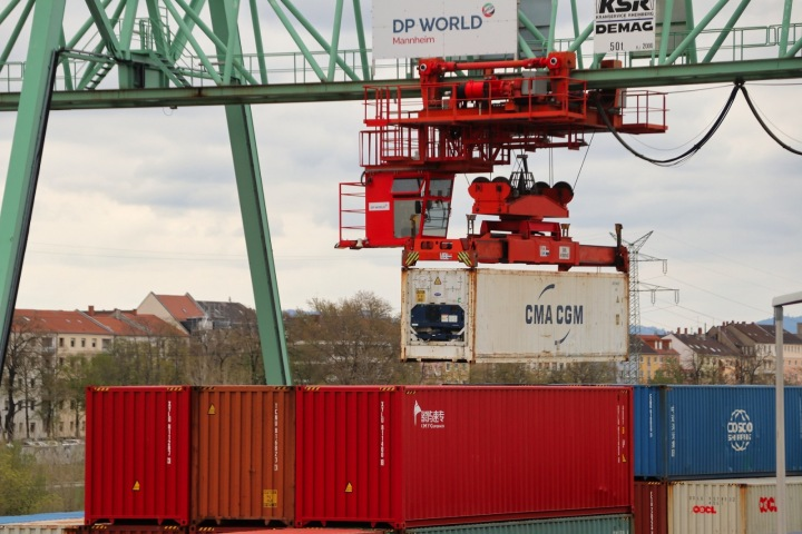 Svět se postupně globalizuje, přeprava zboží je toho jednoznačným důkazem