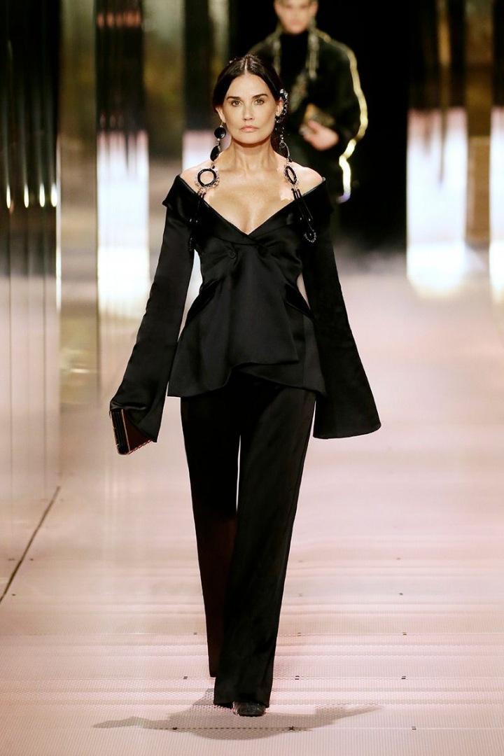 Demi Moore na přehlídce Fendi Couture SS2021