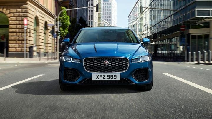Detail vozu Jaguar zepředu.