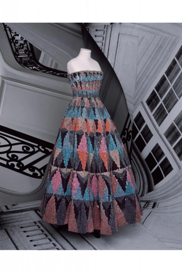 Barevné šaty s flitry z kolekce Dior Fall 2020 Haute Couture