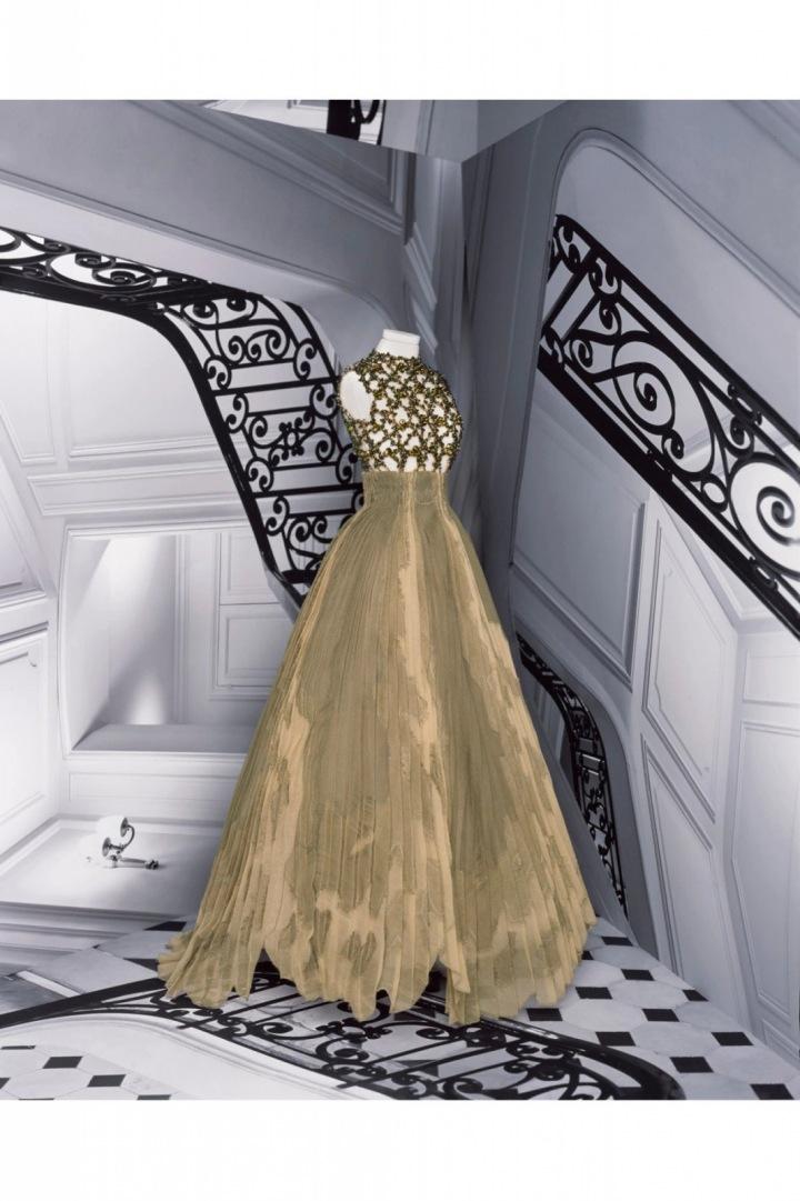 Zlato-zelené šaty z kolekce Dior Fall 2020 Haute Couture