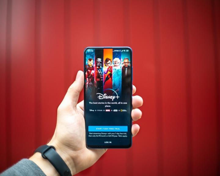 Chytrý telefon s aplikací Disney+