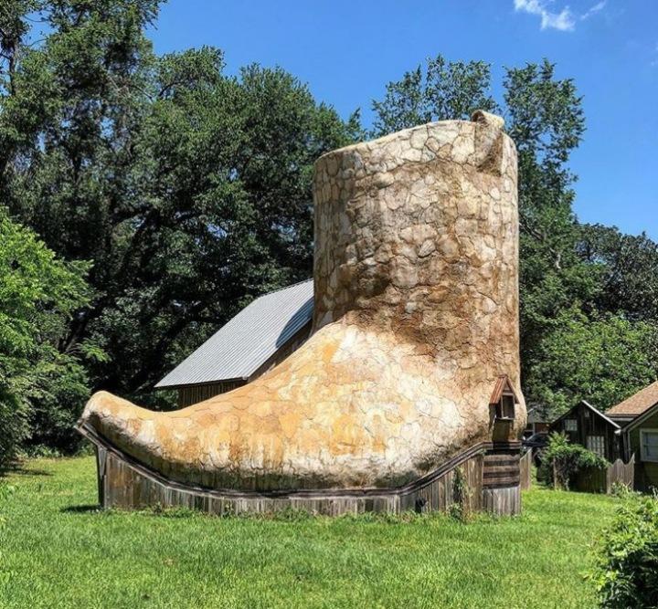 Dům, který vypadá jako kovbojská bota