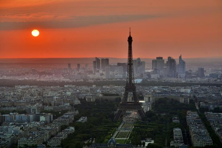 Eiffelova věž a výhled na Paříž