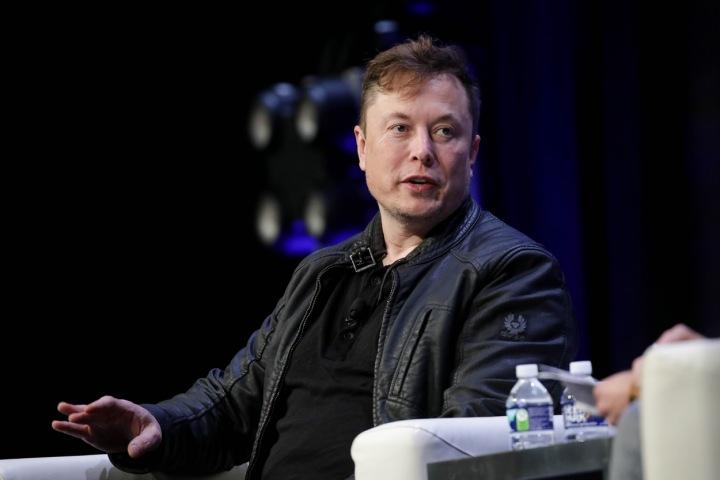Elon Musk v kožené bundě