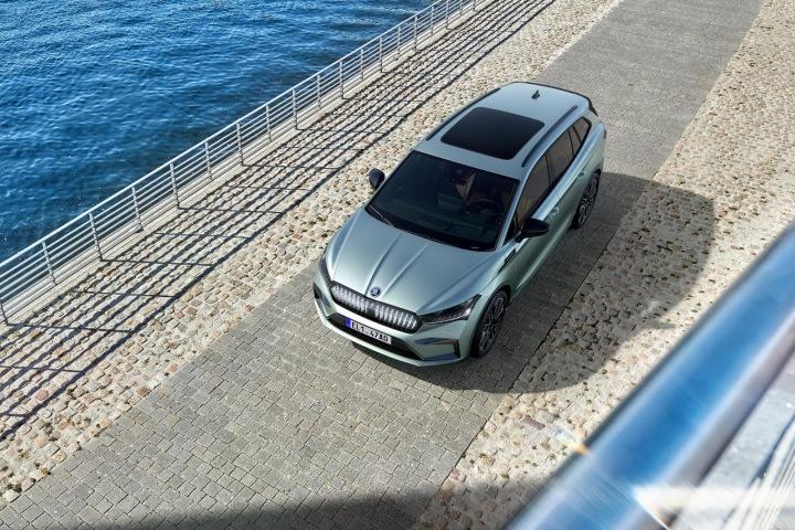 Panoramatická střecha vozu ENYAQ