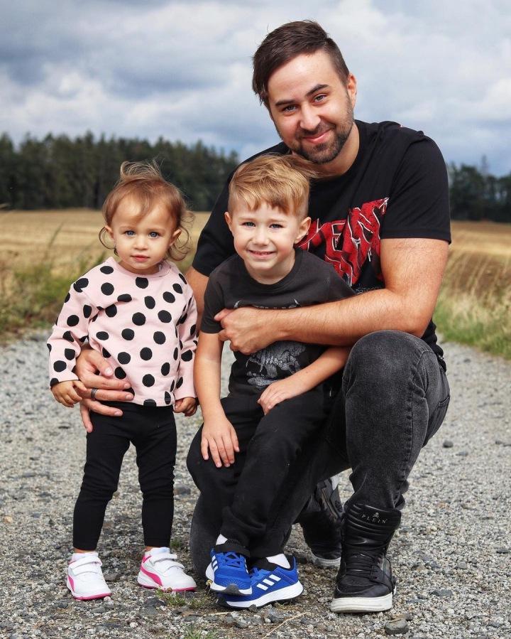 Erik Meldik s dětmi