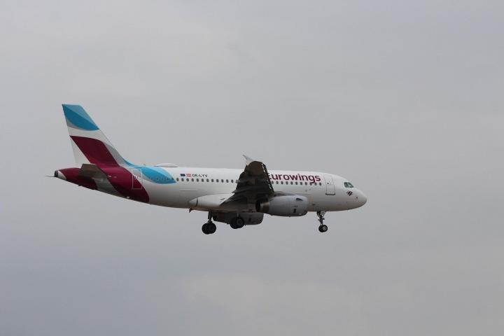 Letadlo dopravce Eurowings na obloze