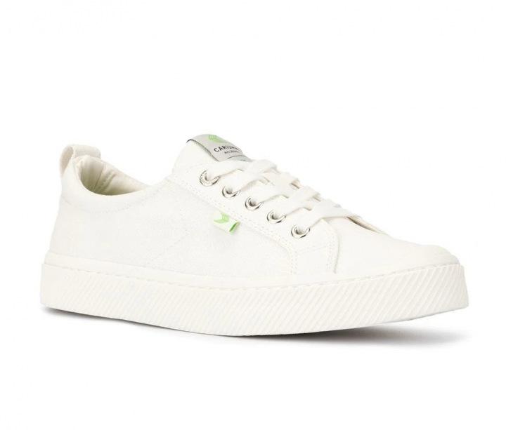 """Bílé tenisky jako """"must have"""" našeho šatníku"""
