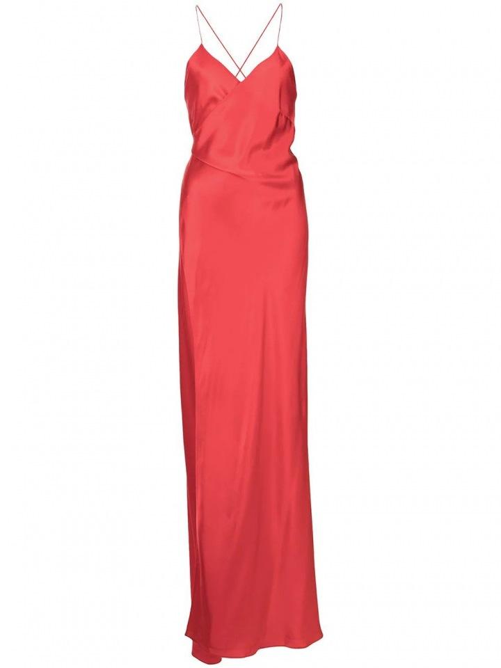 Červené obtažené šaty