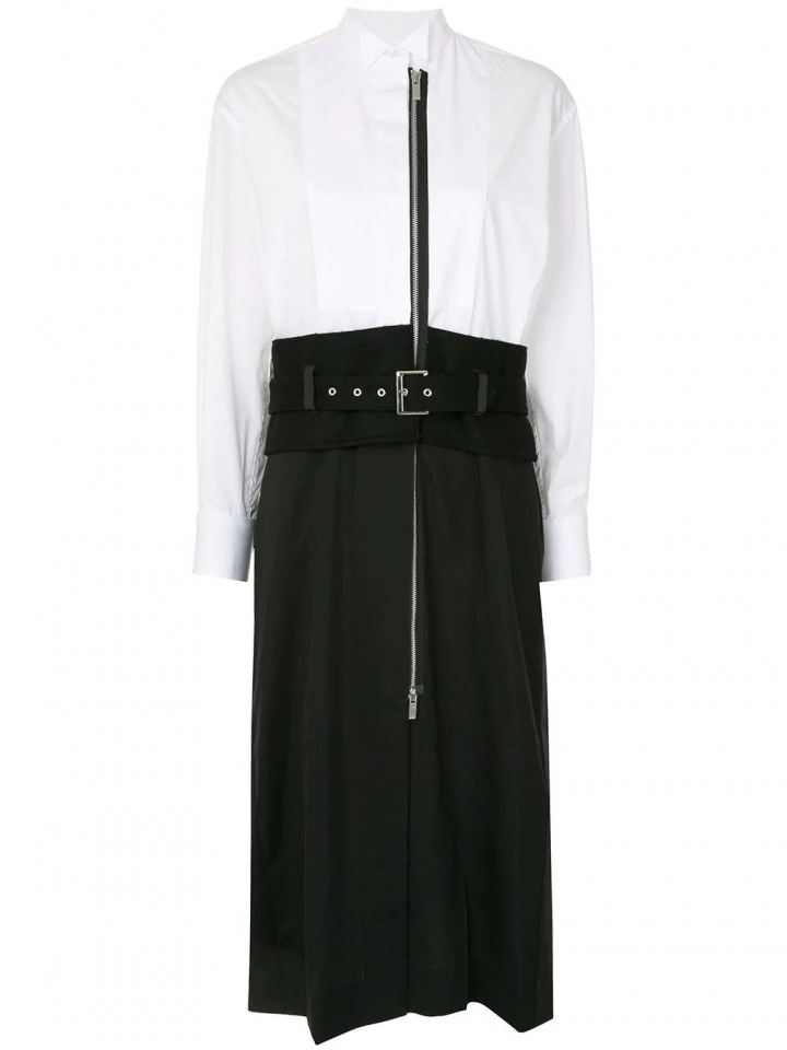 Černobílé asymetrické šaty.