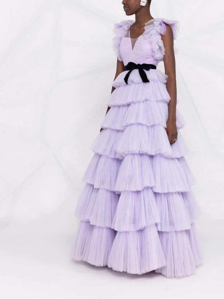 Fialové šaty s volány