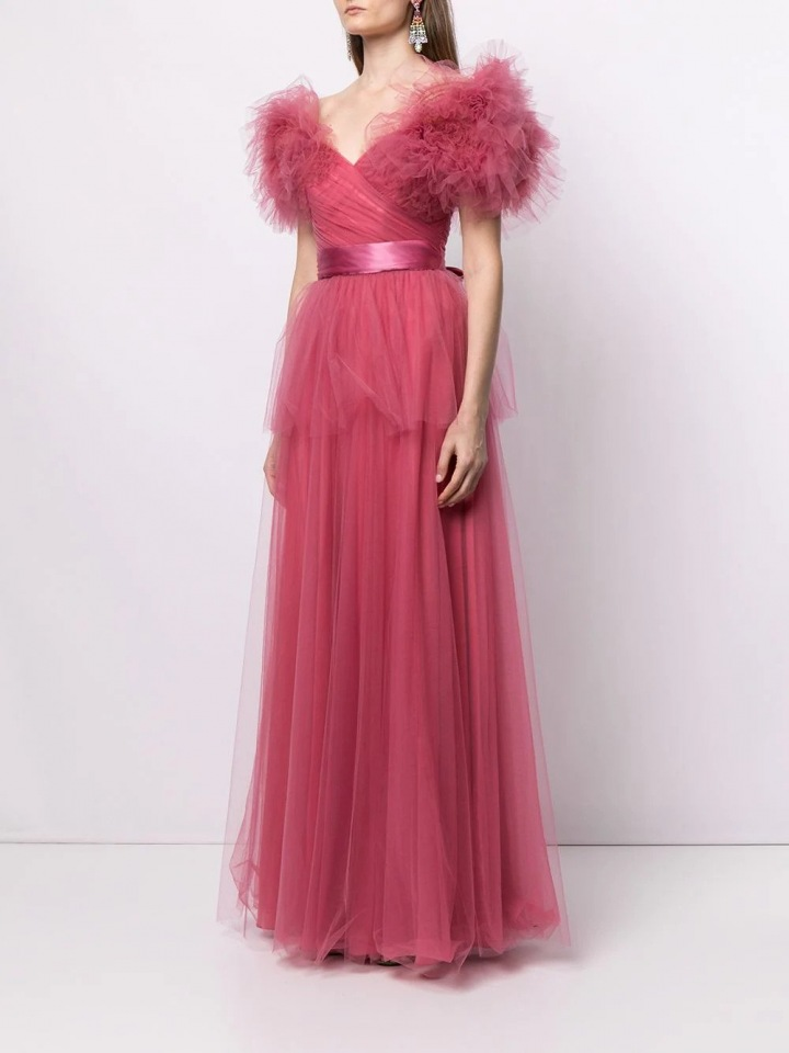 Růžové šaty s volány