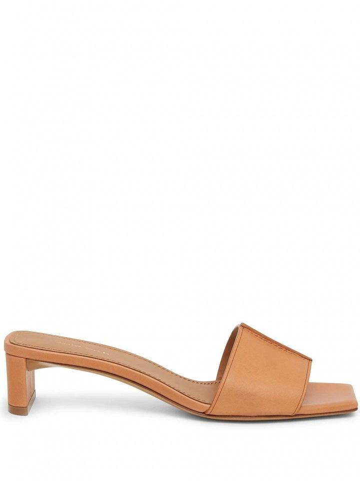 Hnědé pantofle na podpatku
