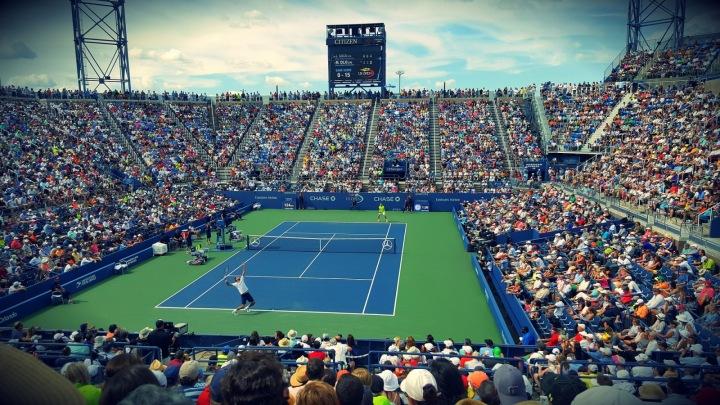 Fanoušci na tenisovém zápase.