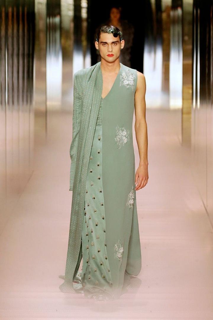 Model na přehlídce Fendi Couture SS2021
