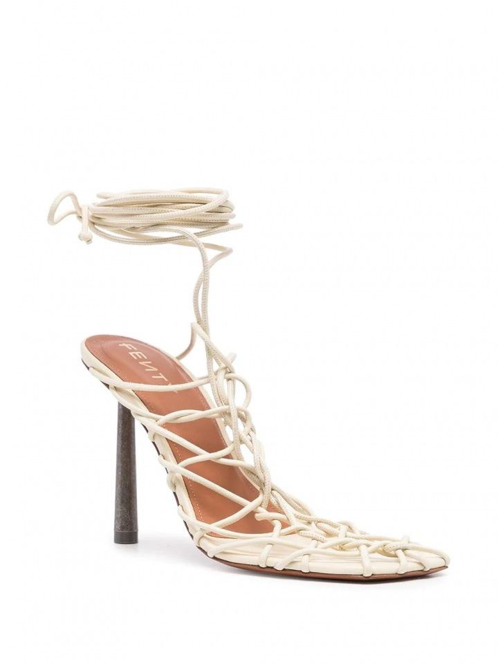 Sandály od značky FENTY.