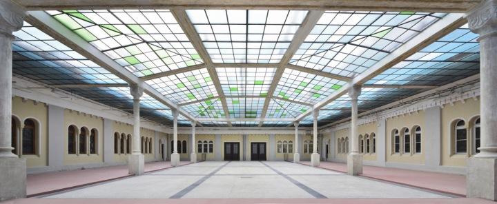 Velký sál s prosklenou střechou