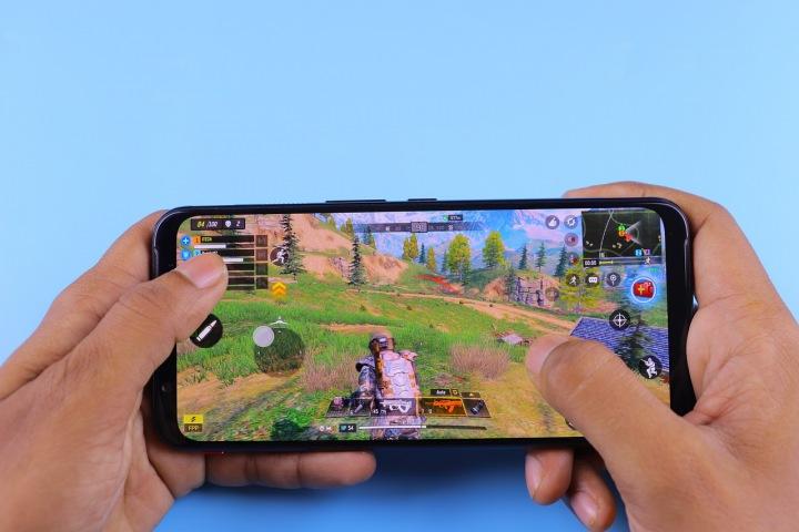 Mobilní hra na chytrém telefonu