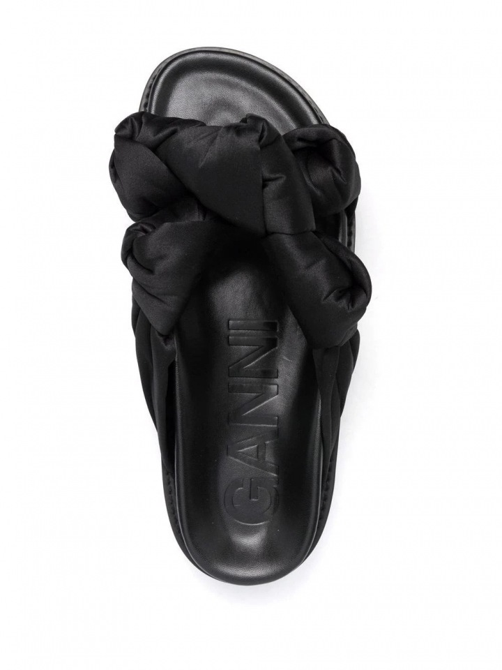 Pantofle od značky GANNI.