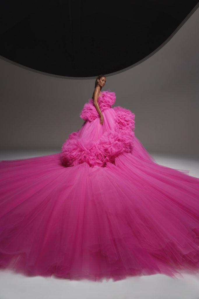 Fuchsiové šaty Giambattista Valli Fall 2020 Haute Couture