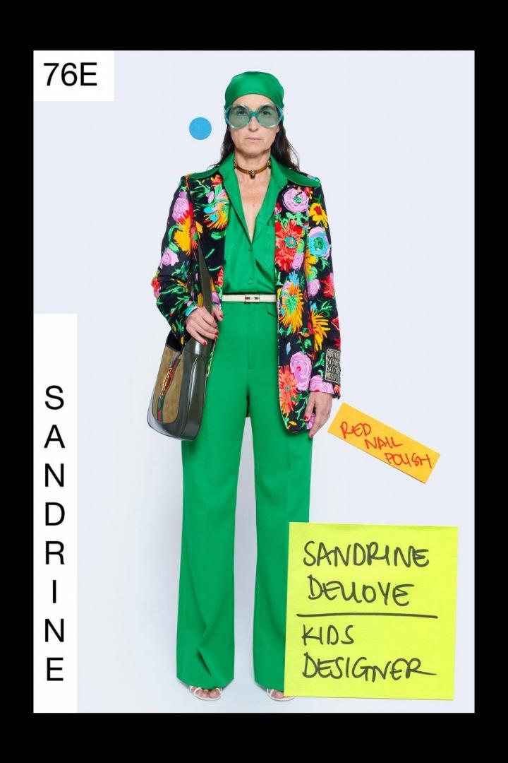 Žena v zeleném modelu Gucci Resort 2021