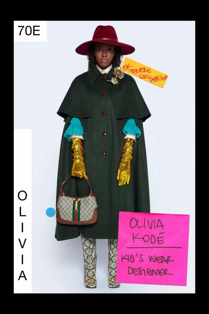 Žena v zeleném kabátu Gucci Resort 2021