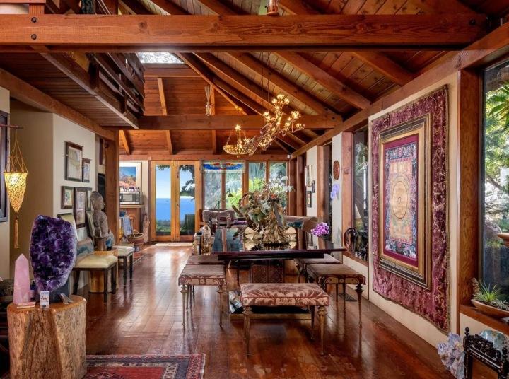 Hlavní část domu v balijském stylu