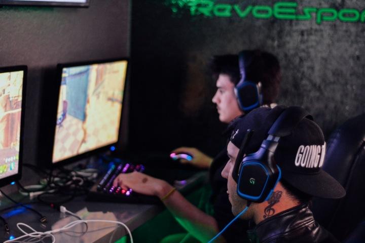 Profesionální hráči hry Counter-Strike Global Offensive