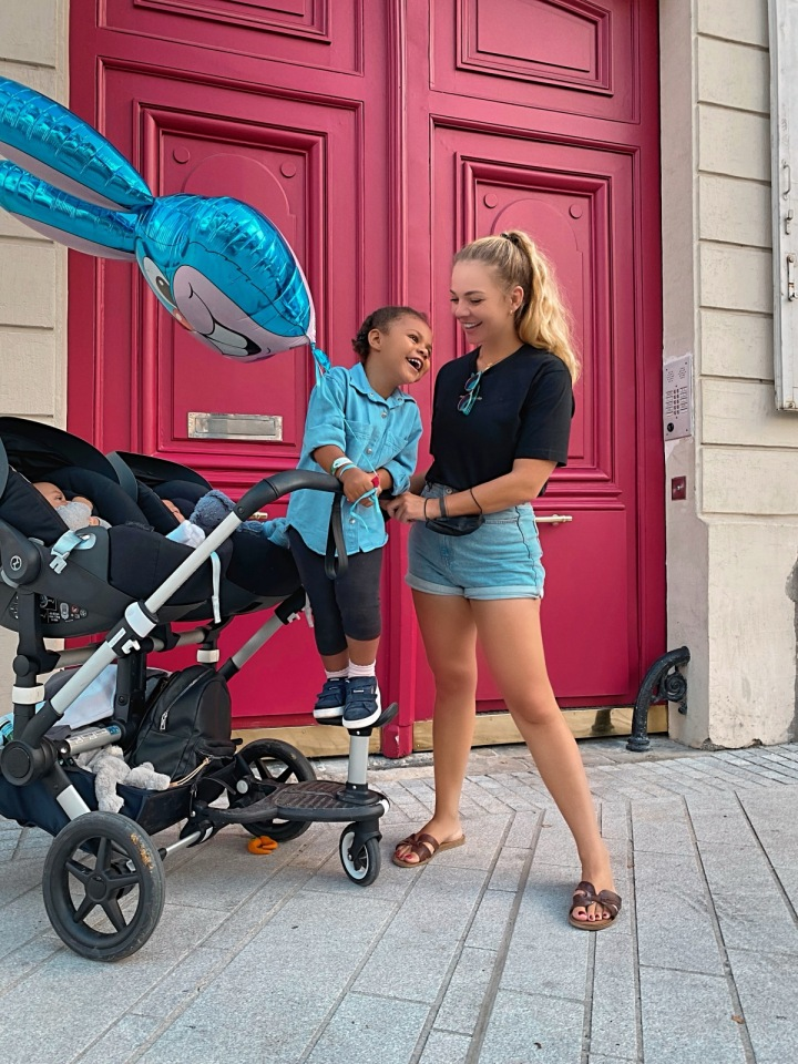 Simona s dětmi ve Francii.