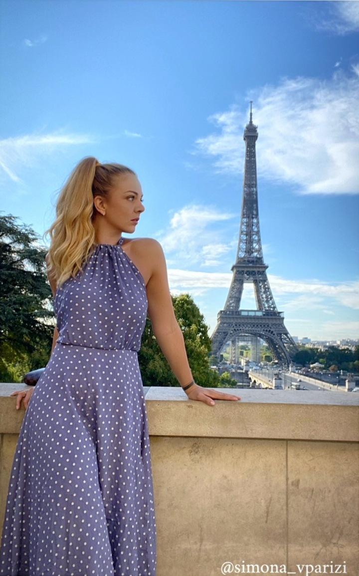 Simona s Eiffelovkou