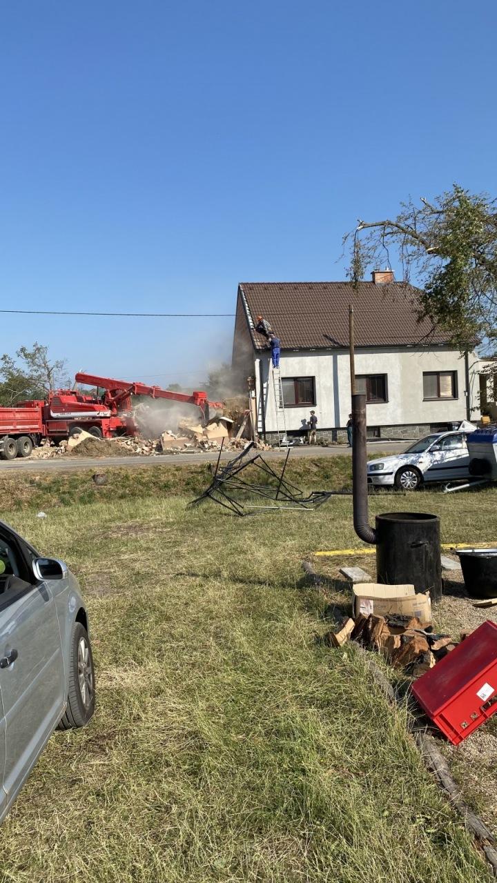 Dobrovolníci z celé republiky pomáhají v obcích zasažených tornádem